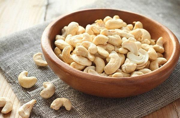 Người bị bệnh thận, dị ứng với hạt không nên ăn hạt điều